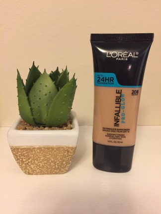 Loreal Pro-Glow Foundation in 208-Sun Beige
